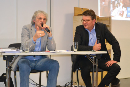 v.l.: Dieter Anschlag (Medienkorrespondenz) und Christian Gramsch (Deutsche Welle Akademie)